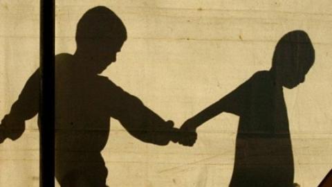 Воспитателя и и.о. заведующей детского сада уволили после побега детей