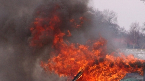 Три человека обгорели при тушении цистерны с битумом