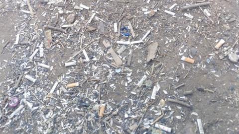 Горы мусора и окурков в больничном городке перессорили балаковцев