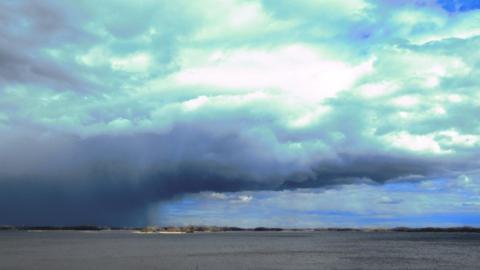 Сегодня в Саратовской области - дожди, тепло и сильный ветер