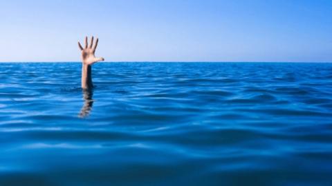 Тело утопленника извлекли из воды в Вольском районе