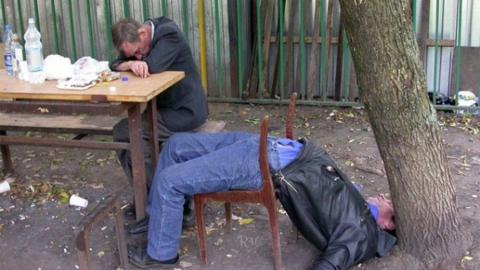 Житель Саратова разогнал пьяную компанию в своем дворе