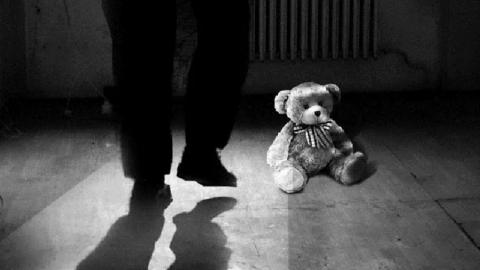 Мужчину задержали за развращение девочки