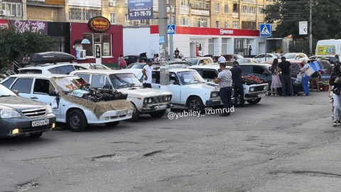 Жители Юбилейного жалуются на заполонивших парковку стихийных торговцев