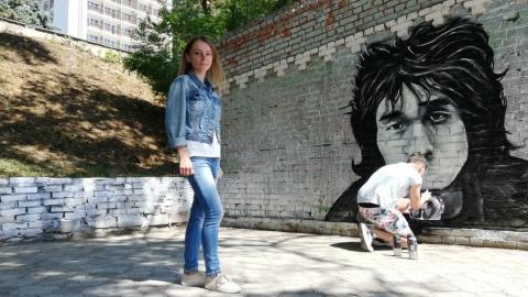На саратовской набережной рисуют граффити-портрет Виктора Цоя