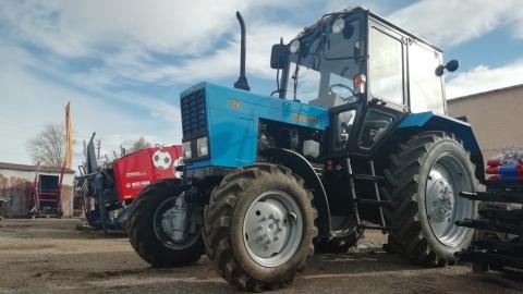 Приставы арестовали трактор за долг в 1,7 миллиона рублей