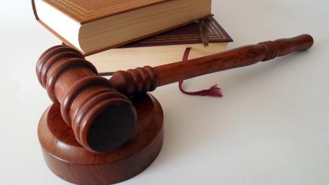 Рабочему гофроцеха оторвало руку. Уголовное дело против директора передают в суд