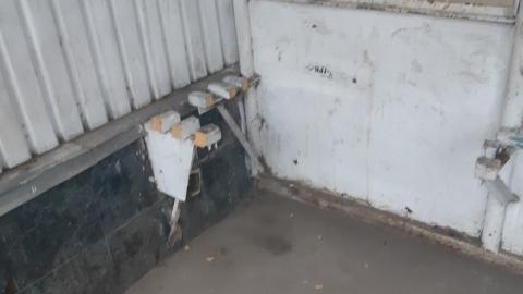 На остановке в Кировском районе Саратова спилили скамейки