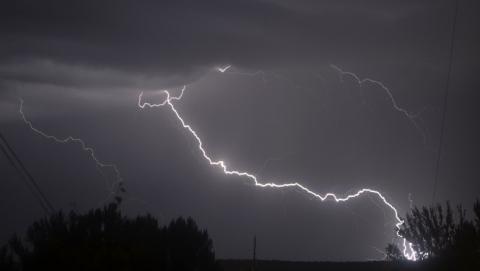 Ливни, грозы, град и очень сильный ветер: синоптики распространили штормовое предупреждение