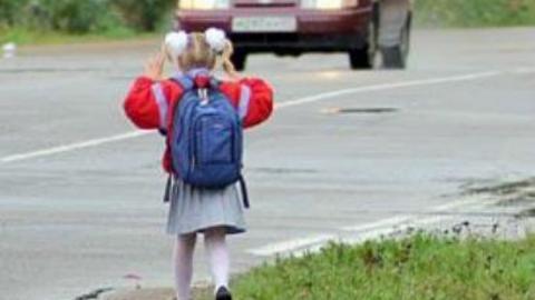 Семилетняя девочка попала под машину в Саратове