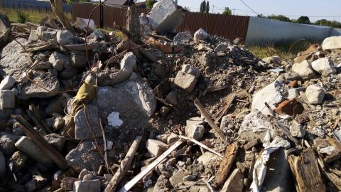Жители поселка в Заводском районе перекрыли дорогу КамАЗам с мусором