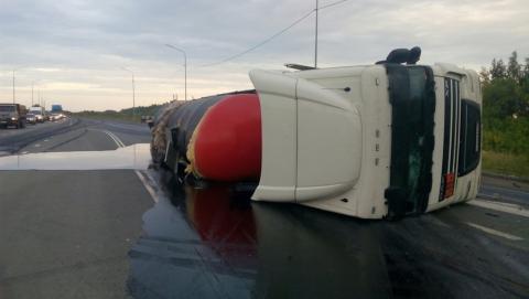 Авария с тремя погибшими. Столкнулись Priora и грузовик с битумом. Видео