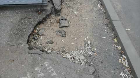 На проспекте Энтузиастов во время ремонта дороги разбили тротуары
