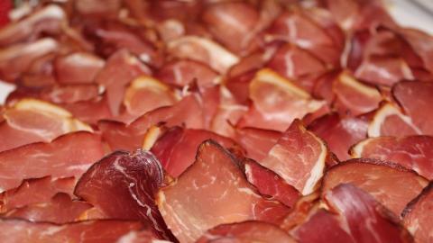 Средний саратовец в прошлом году съедал меньше восьми килограммов мяса за месяц