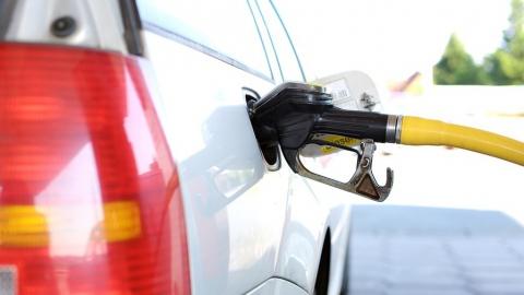 В Саратовской области самые популярные марки бензина дороже, чем в среднем по России и ПФО