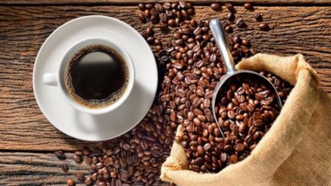 Три злостных рецидивиста украли семь банок кофе из магазина