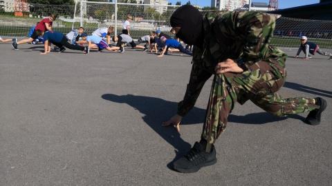 Сотрудники СОБРа показали юным боксерам приемы рукопашного боя