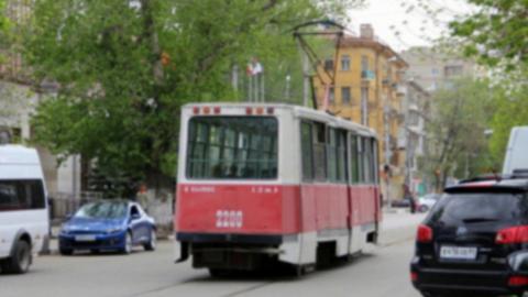 В Мирном переулке с рельсов сошел трамвай