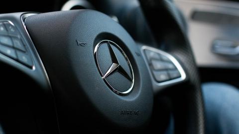 Больше полутысячи проданных в России тягачей Mercedes снимают с пробега из-за ошибки в инструкции