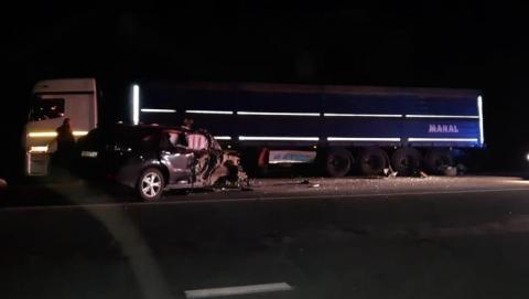 Женщина на Lexus RX столкнулась с КамАЗом на трассе