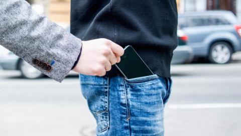 Подросток подозревается в краже телефона у соцработницы
