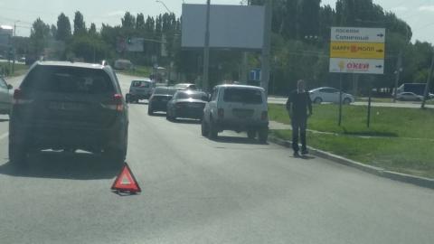 На Усть-Курдюмском шоссе столкнулись три машины
