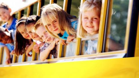 Правоохранительные органы двух регионов проверяют нарушившего правила перевозки детей водителя