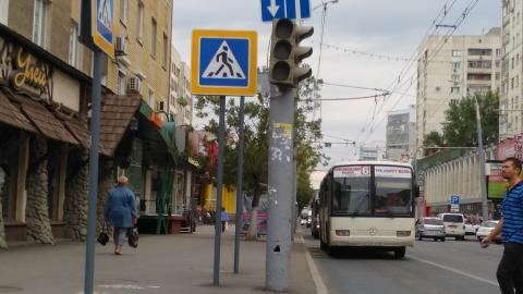 Неработающие светофоры на перекрестке включат до 17:00 часов