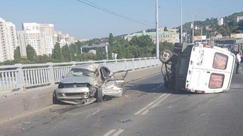 Авария на мосту Саратов-Энгельс остановила движение между городами