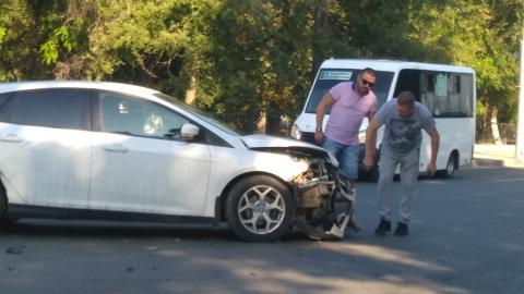 Тройная авария на проспекте 50 лет Октября усложнила движение в сторону центра