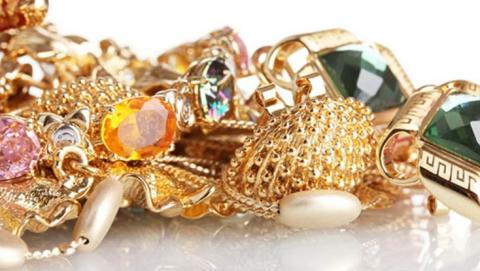 У жительницы Саратова украли золото на  200 тысяч рублей