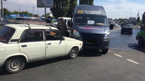Двухлетний малыш пострадал при столкновении трех машин в Саратове
