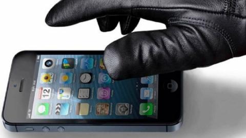 Молодого парня подозревают в краже телефона у пятиклассника