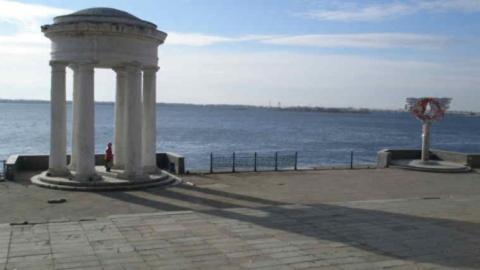 Пожилая пловчиха едва не утонула у набережной Саратова