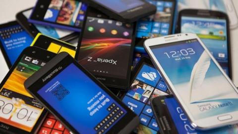 Администрациям школ рекомендовали предусмотреть места для хранения телефонов учеников