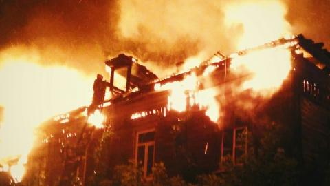 Два человека погибли, еще один сильно обгорел на ночном пожаре в Саратове