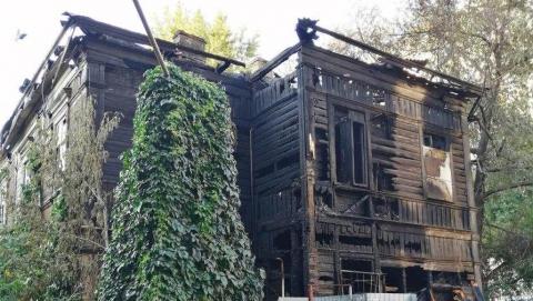 СКР: «Очаг возгорания дома на Вольской находился снаружи здания»