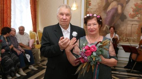 В Саратове зарегистрировали брак 82-летний жених и 71-летняя невеста
