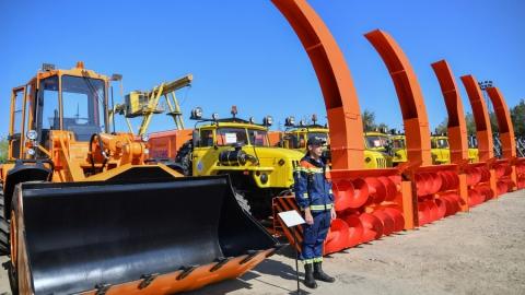 Саратовские спасатели получили тяжелую технику для расчистки дорог от снега