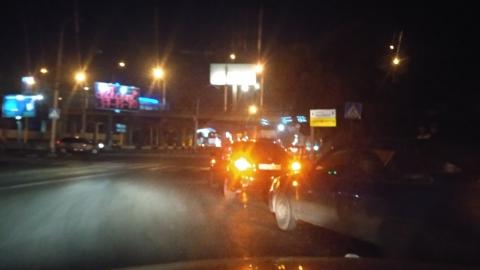 """Четыре иномарки воткнулись в """"пирожок"""" под мостом на 3-й Дачной"""
