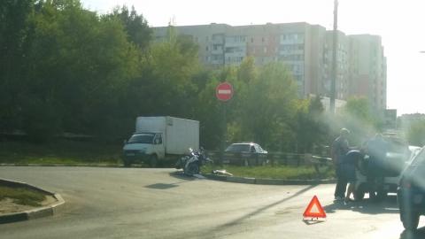 Водитель «Киа Рио» впечатал скутериста в отбойник