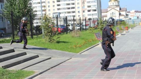 Росгвардейцы проверили безопасность школ в Саратове