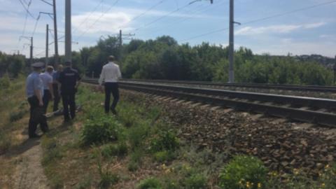 Грузовой поезд насмерть сбил перебегавшего рельсы мужчину неподалеку от Саратова