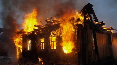 На рассвете рядом с Саратовом горела дача