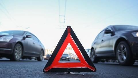 """""""Десятка"""" столкнулась с бензовозом на проспекте 50 лет Октября"""