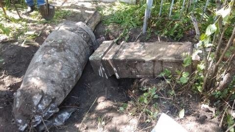 На Воскресенском кладбище волонтеры откопали два старинных памятника