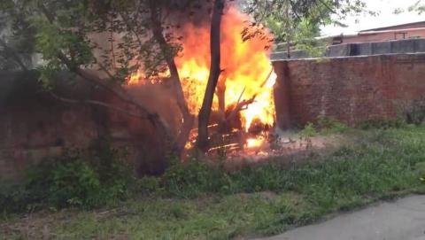Под утро в Саратове огонь уничтожил гараж
