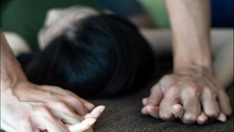 Житель Энгельса изнасиловал жену новоиспеченного приятеля, пока тот спал