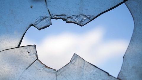 В Вольске закидали камнями окна детского приюта