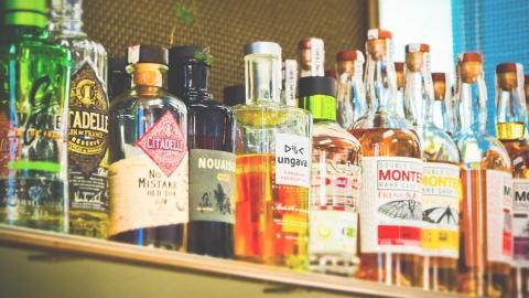 В двух магазинах продали спиртное детям, в одном торговали алкоголем после 22:00